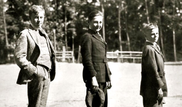1918 – Three well-dressed <em>Best Campers</em>